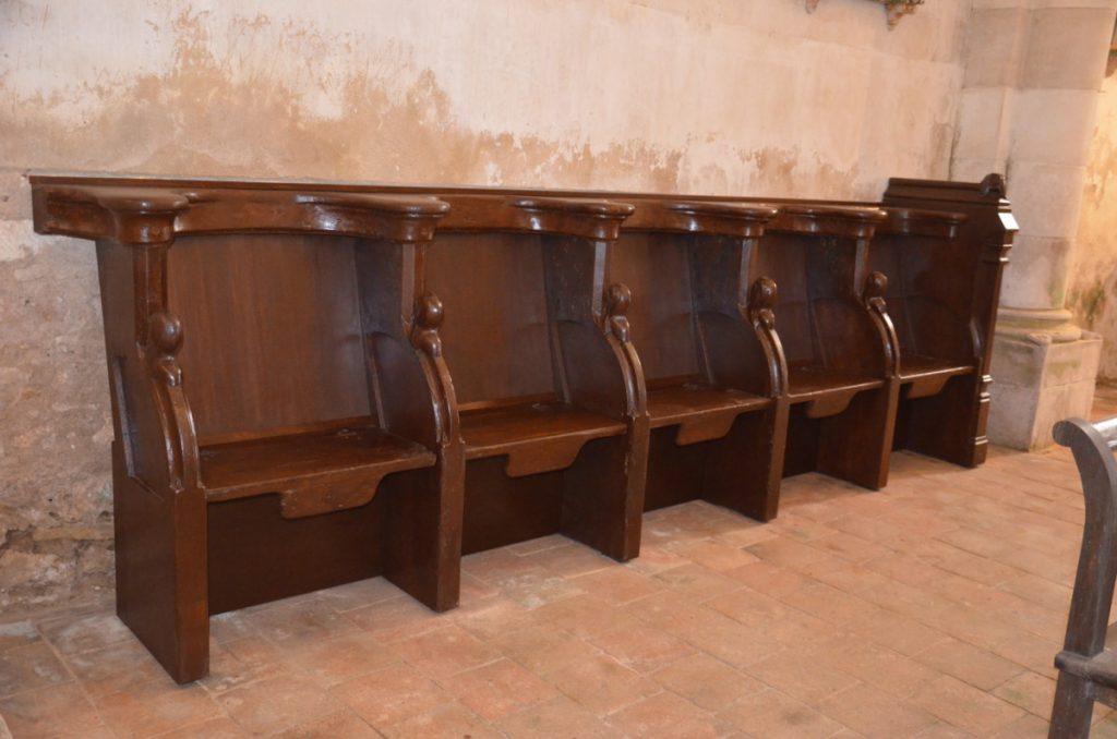 Stalles de l'église de Thenay, après restauration