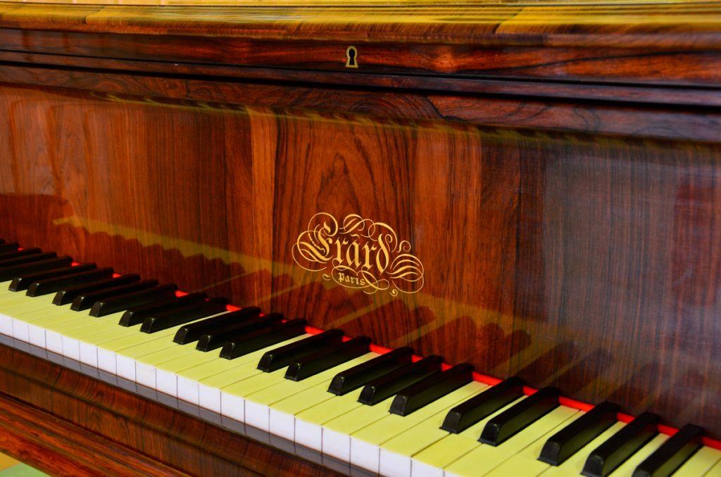 Piano Erard